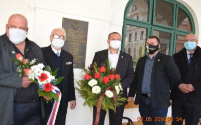 Památník 6. května 1945 osvobození Frymburka americkou armádou a památník letců v Č. Krumlově